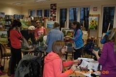 przygotowywanie-dekoracji-biblioteka-strzebielino